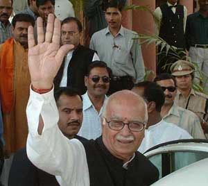 A-18, BPL - 201101 - NOVEMBER 20, 2003 - BHOPAL : Deputy Prime Minister L K Advani arrived in Bhopal on Thursday for the election campaign in Madhya pradesh for the forthcoming assembly election. Union minister Arun Jetley also seen in the picture. PTI PHOTO